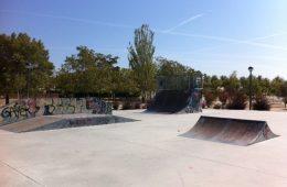 Parque público infantil con «skatepark» en Villanueva de la Cañada