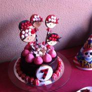 Cómo decorar una tarta pirata